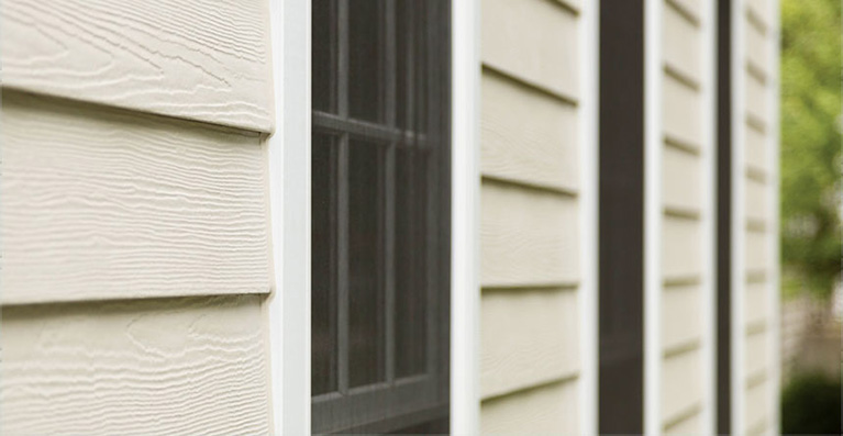 8 Things to Consider Before Hiring a Siding Contractor